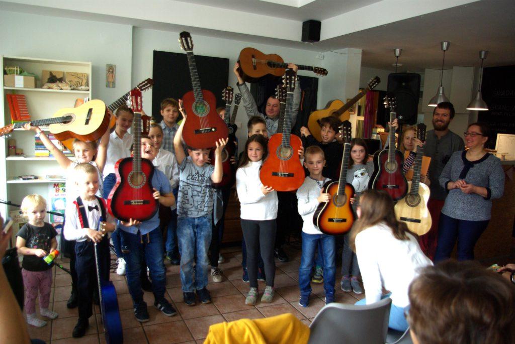 Gitara pierwsza klasa w Leniwcu