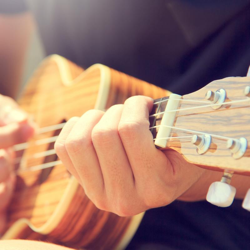 Naucz się grać na ukulele ze studium muzycznym Świat Gitary